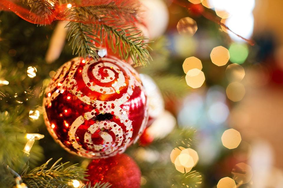 <a class=&quot;amazingslider-posttitle-link&quot; href=&quot;http://www.ahmagazin.com/media/5-film-a-karacsonyi-hangulatert/&quot; target=&quot;_self&quot;>5 film a karácsonyi hangulatért</a>